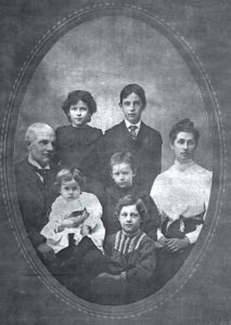 Family of Bruce Lazzelle Keenan about 1902 - my g-mother Marguerite standing in rear